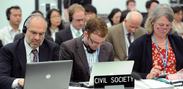 Die Zivilgesellschaft spielt mit